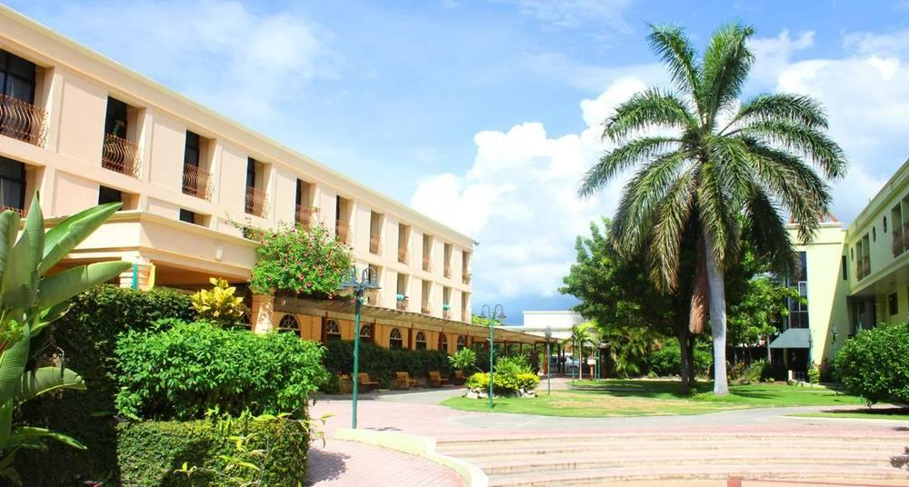 Holidays at Knutsford Court Hotel in Kingston, Jamaica