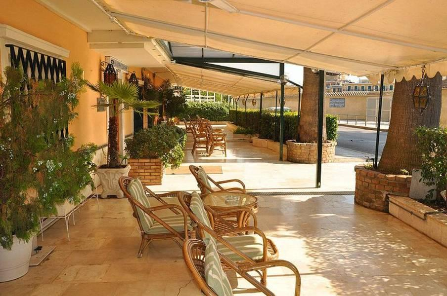 Holidays at Bretagne Hotel in Corfu Town, Corfu