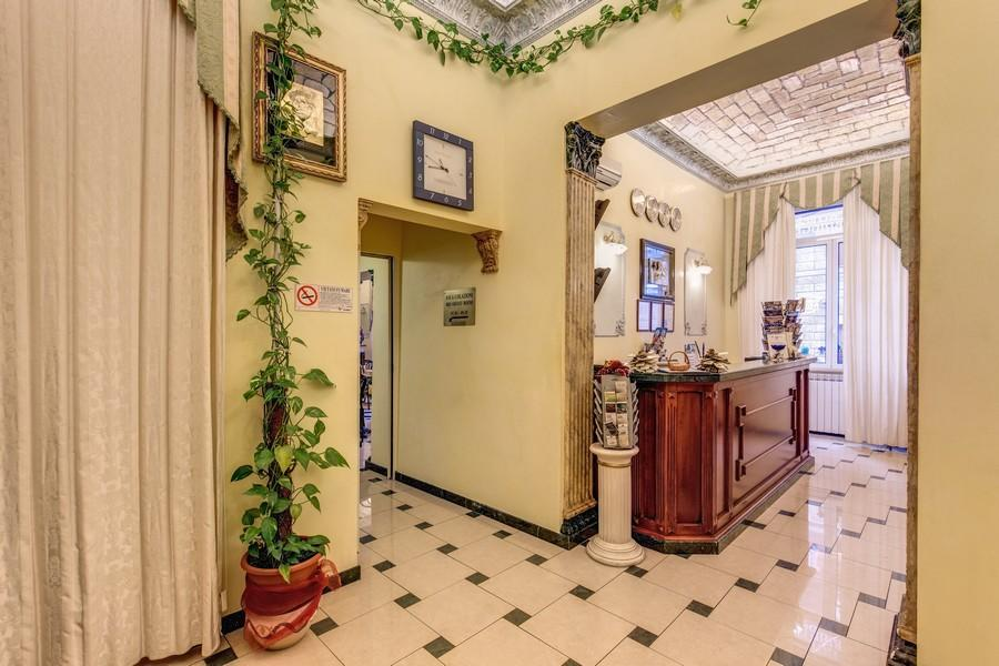 Holidays at Cambridge Hotel in Rome, Italy