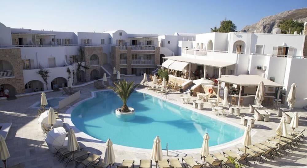 Holidays at Aegean Plaza Hotel in Kamari, Santorini