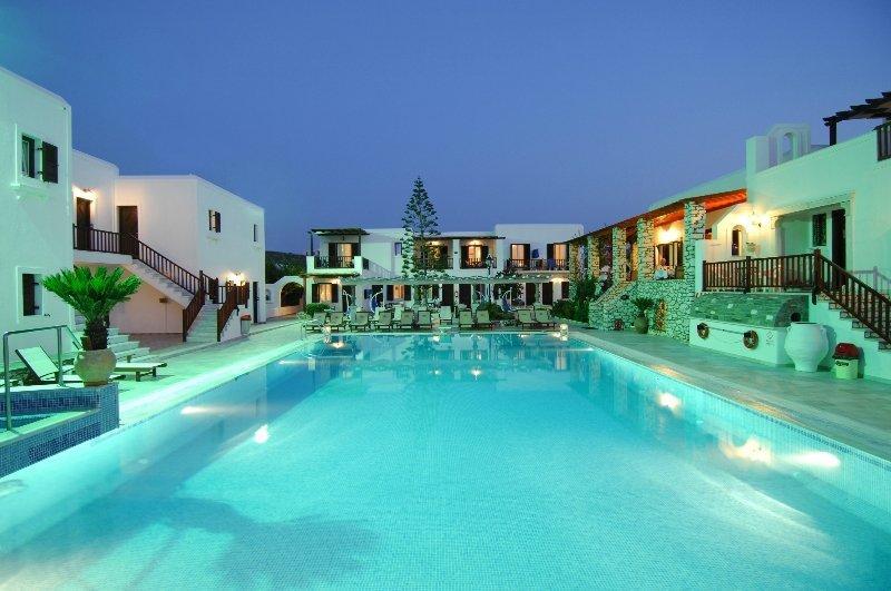 Holidays at Contaratos Beach Hotel in Naoussa, Paros