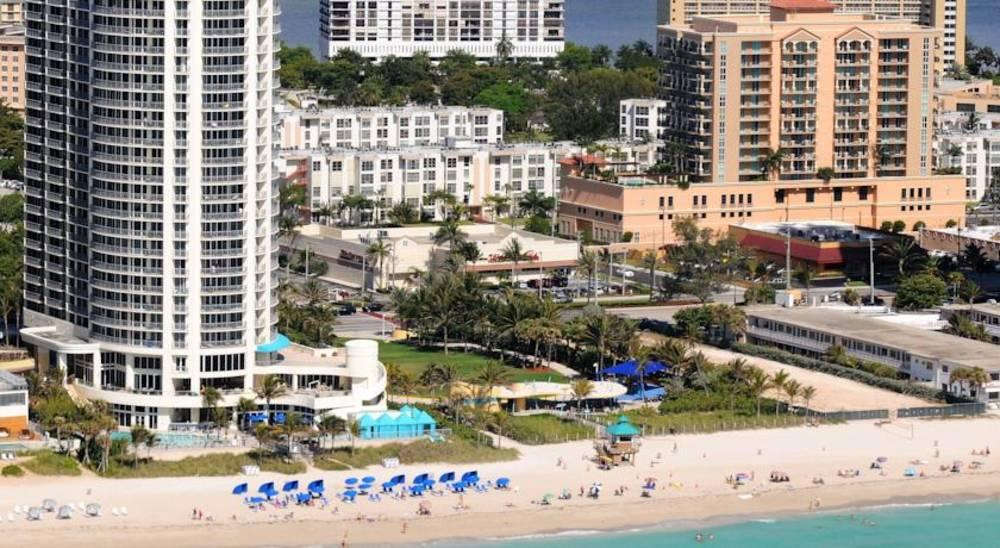 Holidays at Doubletree Ocean Point Resort Hotel in Miami Beach, Miami