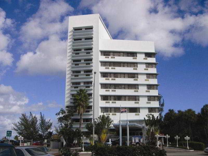 Howard Johnson Plaza North Miami Beach