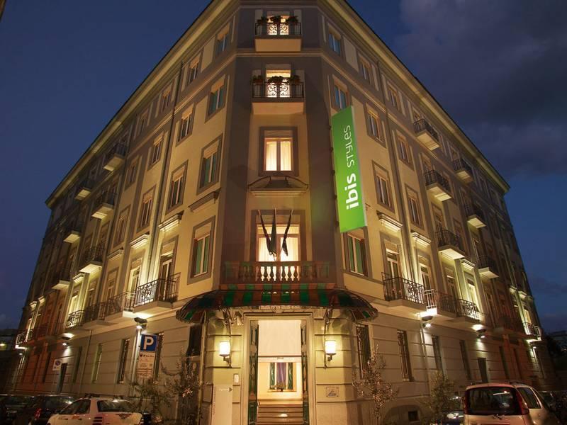 Holidays at Mercure Garibaldi Hotel in Naples, Italy