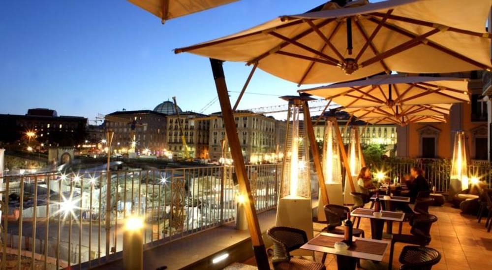 Holidays at Mercure Angioino Hotel in Naples, Italy