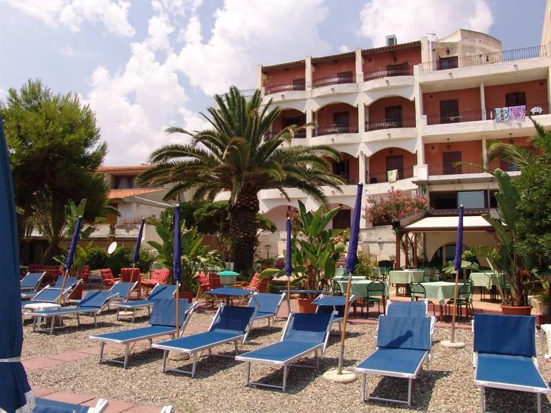 Holidays at Kalos Hotel in Giardini Naxos, Sicily