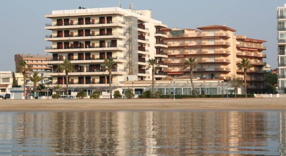 Holidays at Montecarlo Hotel in Roses, Costa Brava