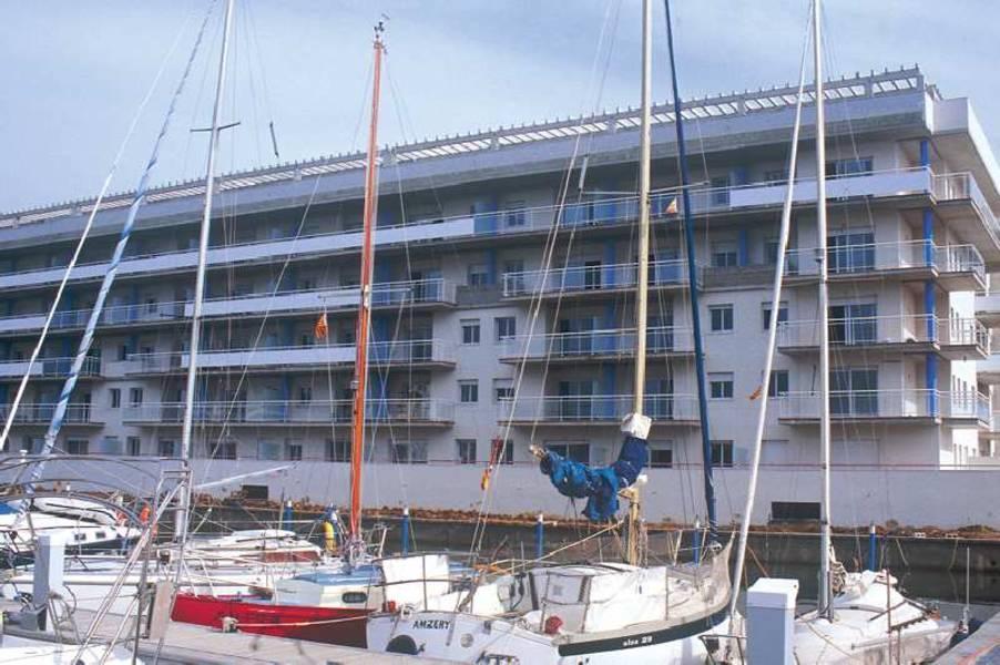 Holidays at Port Canigo Apartments in Roses, Costa Brava