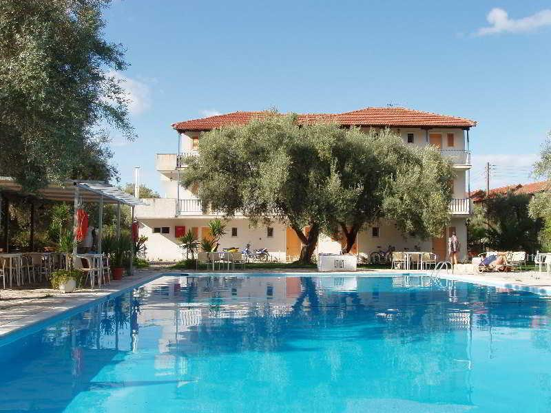 Holidays at Thalero Apartments Hotel in Lygia, Lefkas