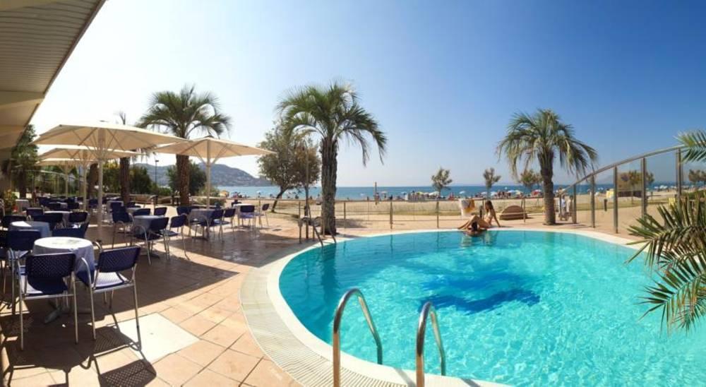 Holidays at Maritim Hotel in Roses, Costa Brava