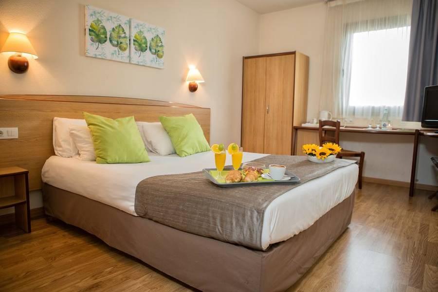 Holidays at Campanile Elche Hotel in Elche, Costa Blanca