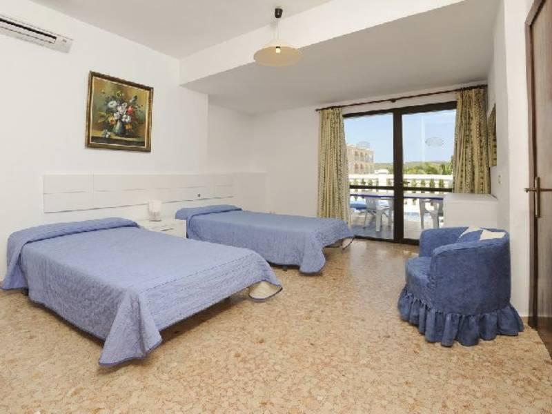 Holidays at Blanco Y Negro Apartments in Lloret de Mar, Costa Brava