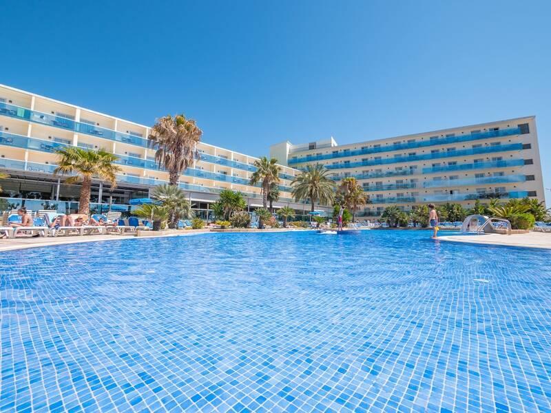 Holidays at Golden Taurus Aquapark Resort in Pineda de Mar, Costa Brava