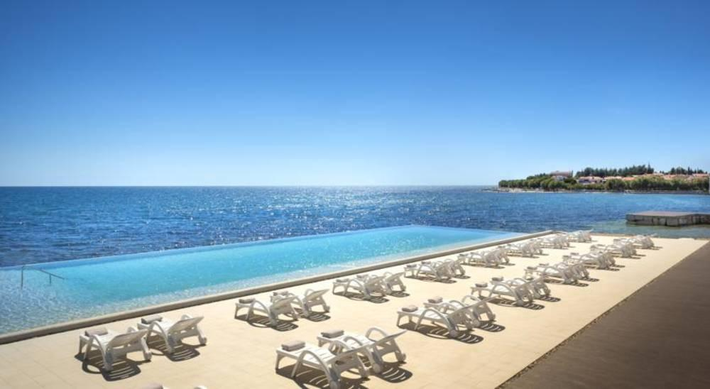 Holidays at Maestral Hotel in Novigrad, Croatia