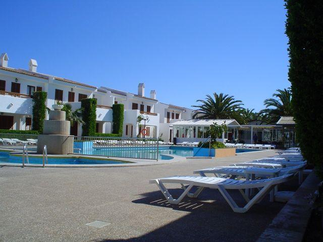Cristina villa apartments cala millor majorca spain for Villas apartments