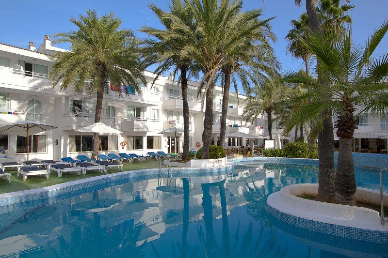 Holidays at Hoposa Villa Concha Apartments in Puerto de Pollensa, Majorca