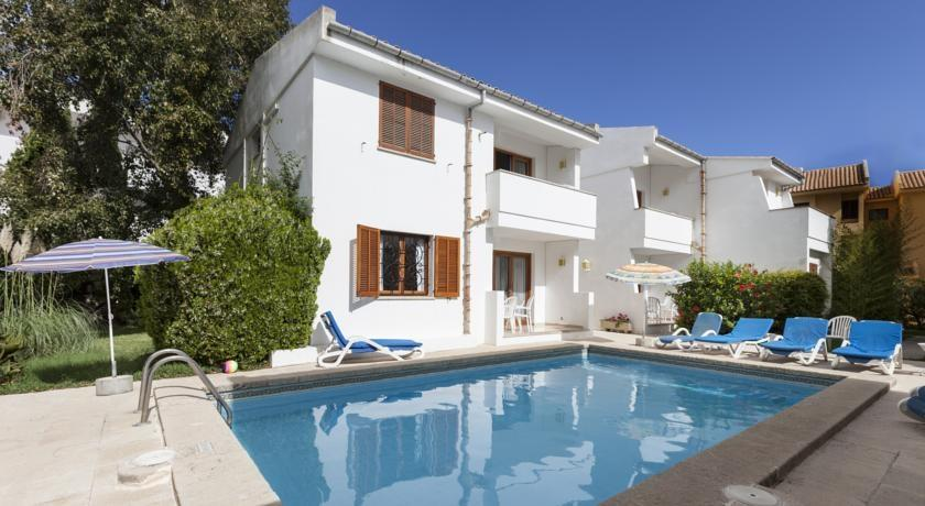 Holidays at Leo Apartments in Puerto de Pollensa, Majorca