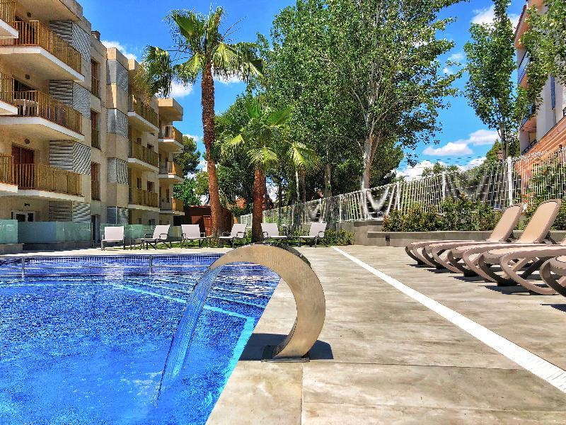 Holidays at Pins Marina Apartments in Cambrils, Costa Dorada