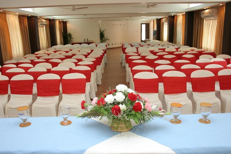 Holidays at Alor Grande Holiday Resort in Candolim, India
