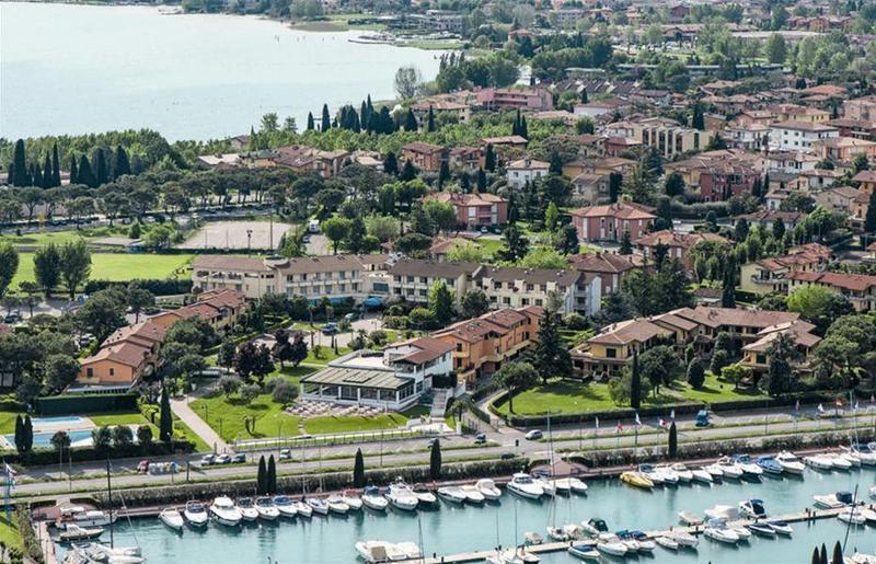 Holidays at Du Parc Hotel in Sirmione, Lake Garda