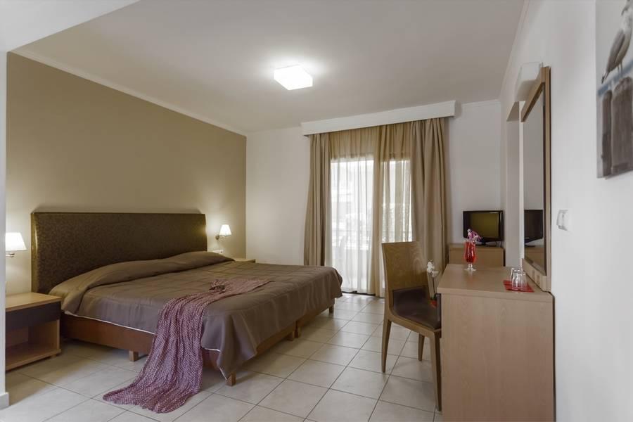 Holidays at Lagomandra Beach Hotel in Neos Marmaras, Halkidiki