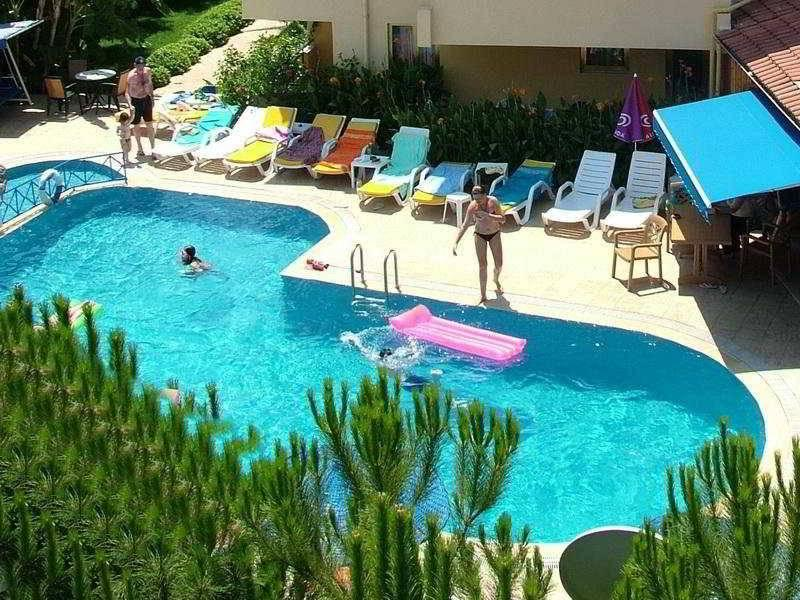 Holidays at Celik Apartments in Icmeler, Dalaman Region