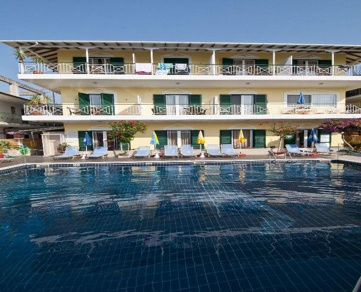 Holidays at Yannis Apartments in Nidri, Lefkas