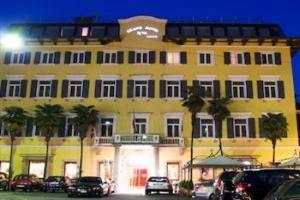 Grand Riva Hotel