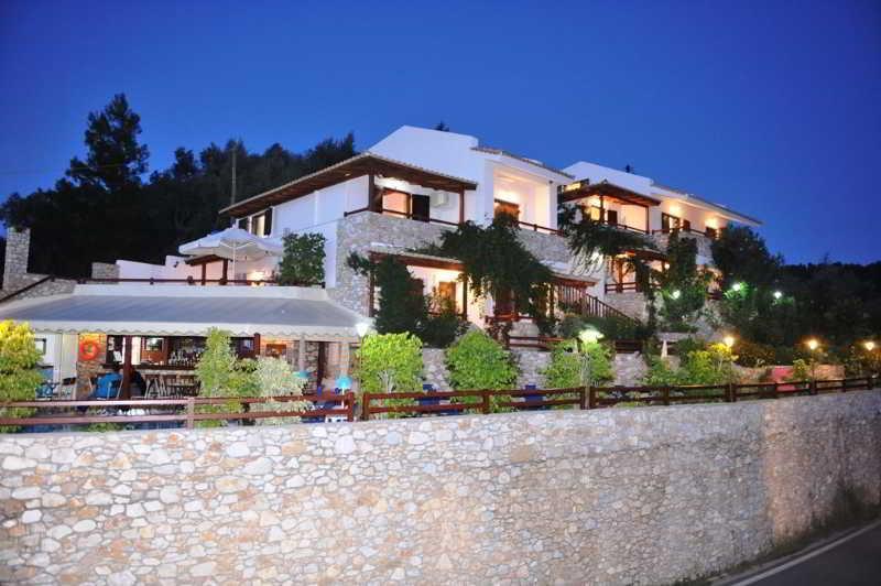 Holidays at Villa Maraki Studios and Apartments in Aghia Paraskevi, Skiathos