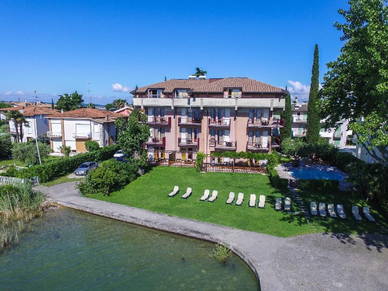 Holidays at Smeraldo Hotel in Sirmione, Lake Garda