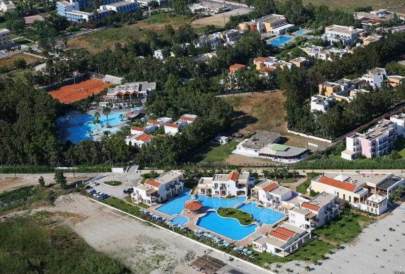 Marmari Beach Hotel and Bungalows