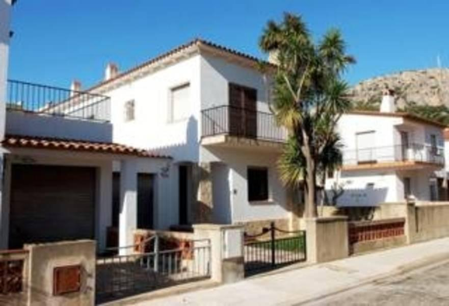 Holidays at Piscis Villas in Estartit, Costa Brava