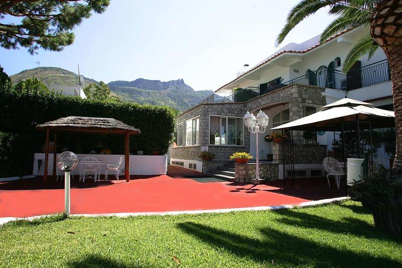 Holidays at Lord Byron Hotel in Ischia, Neapolitan Riviera