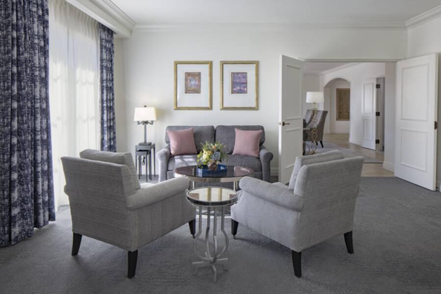 universal 39 s portofino bay resort hotel orlando. Black Bedroom Furniture Sets. Home Design Ideas