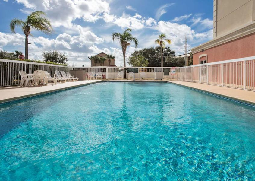 Holidays at Country Inn And Suites Universal in Orlando International Drive, Florida