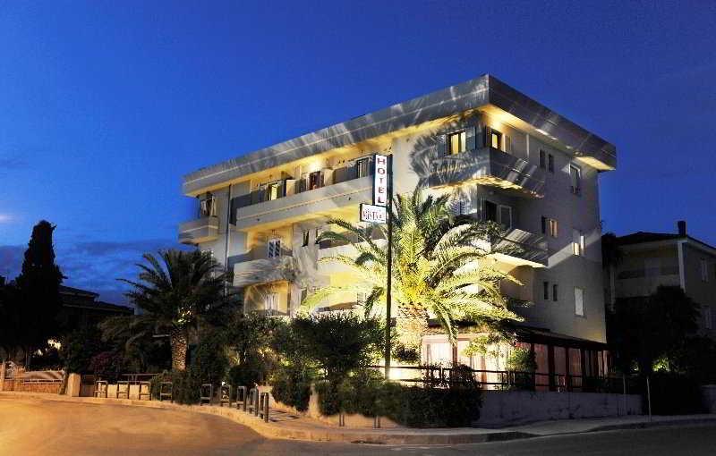 Holidays at Mistral Hotel in Alghero, Sardinia