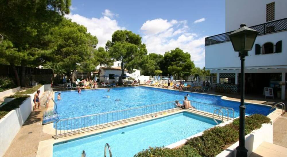 Holidays at Pinos Playa Hotel in Cala Santanyi, Majorca