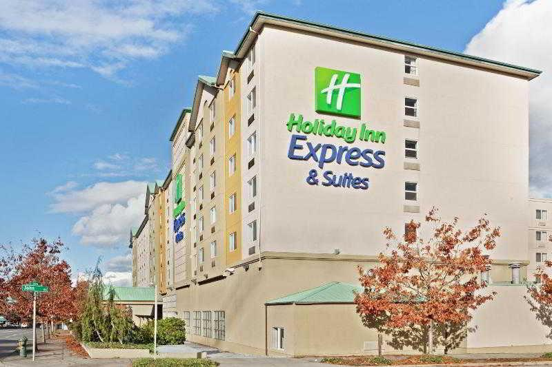 Holidays at Holiday Inn Express and Suites Seattle City Centre in Downtown Seattle, Seattle