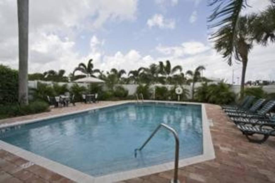 Holidays at Comfort Suites Air & Cruise Port Fort Lauderdale in Fort Lauderdale, Florida
