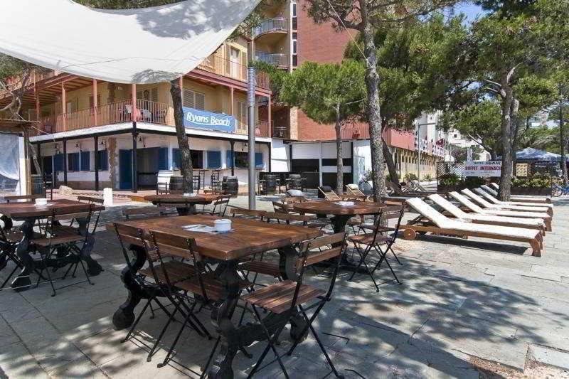 Holidays at Delfin Apartments in Platja d'Aro, Costa Brava