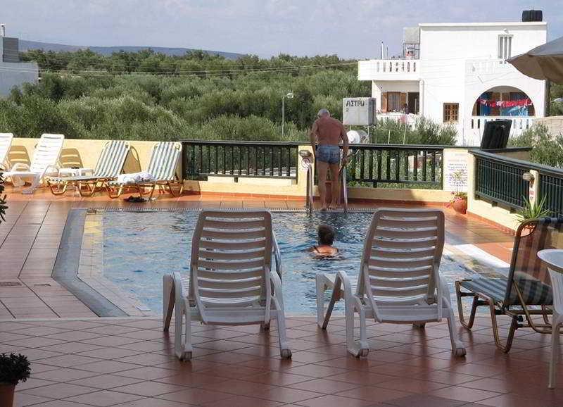 Holidays at Aspri Petra Apartments in Analipsi Hersonissos, Hersonissos
