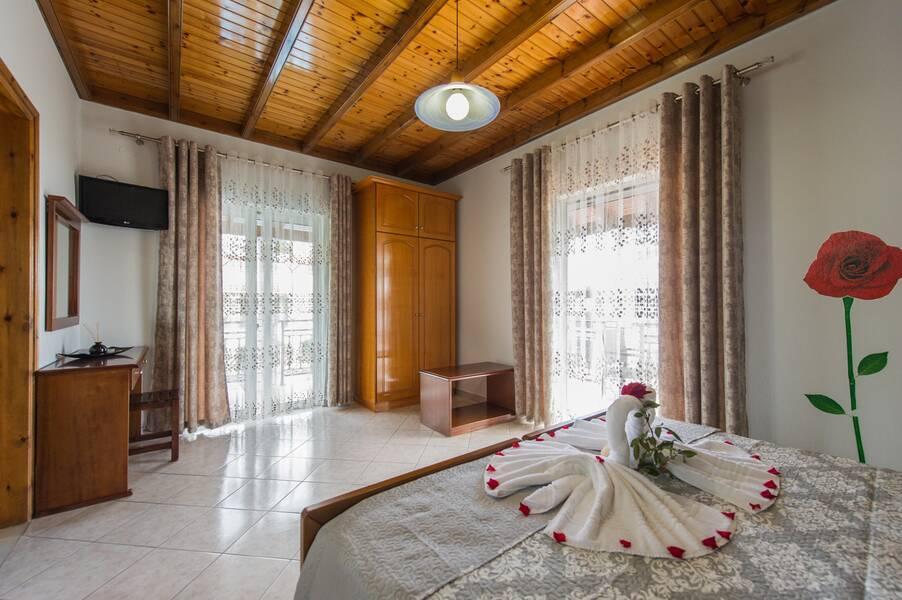 Holidays at Makis Studios & Apartments in Roda, Corfu