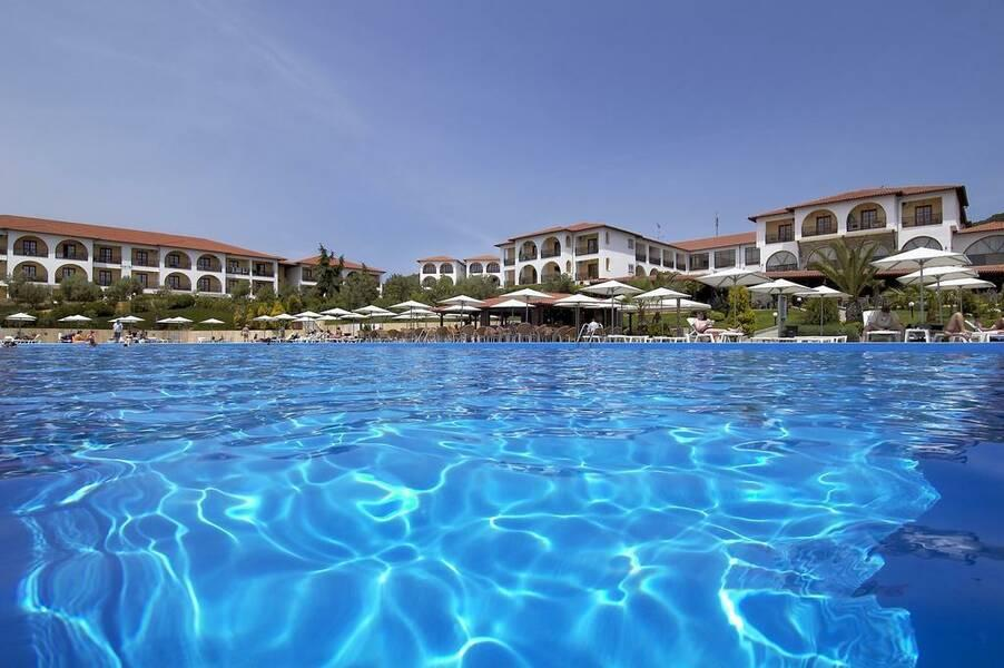 Holidays at Akrathos Beach Hotel in Ouranopoulis, Halkidiki