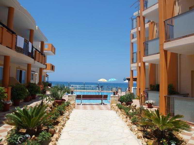 Holidays at Girogiali Hotel in Kato Stalos, Chania