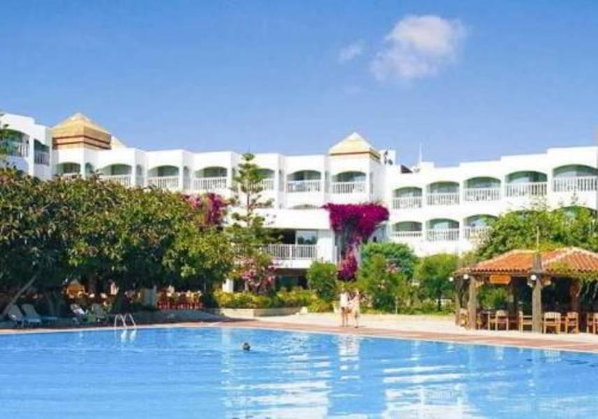 Holidays at Defne Ana in Side, Antalya Region