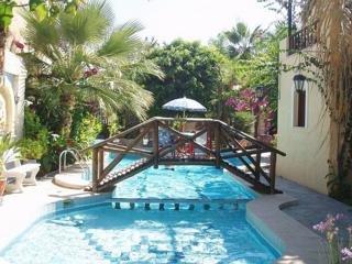 Holidays at Minoa Apartments in Amoudara, Crete