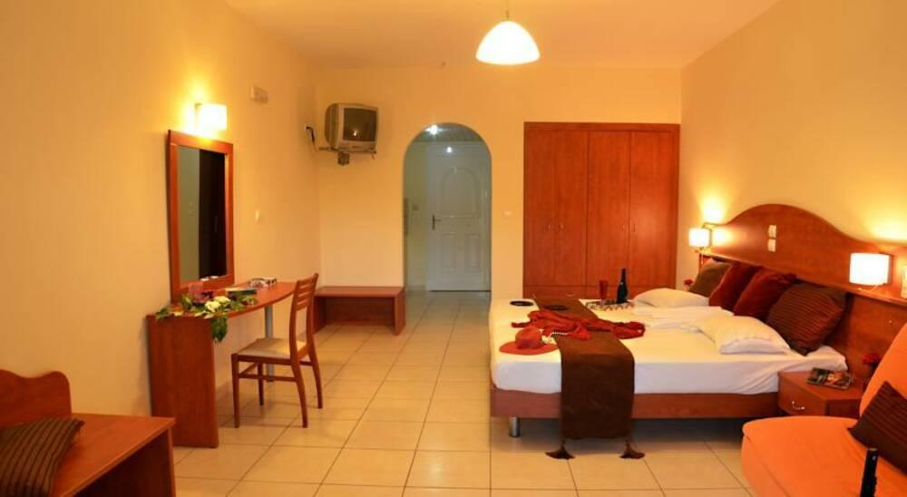 Holidays at Belussi Beach Hotel in Kypseli, Tsilivi