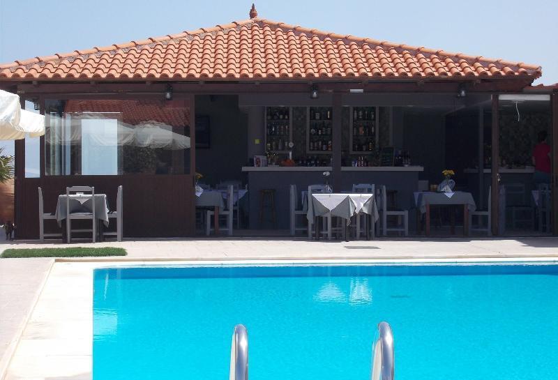Holidays at Haridimos Apartments in Tavronitis, Kolymbari
