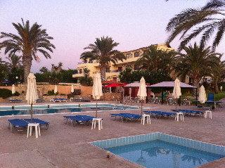 Vrachia Beach Hotel and Apartments