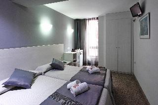Holidays at Nuevo Triunfo Hotel in Parallel, Barcelona